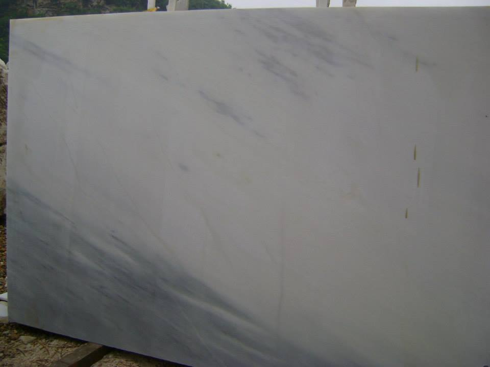 Crystal White fine grain with dim veins